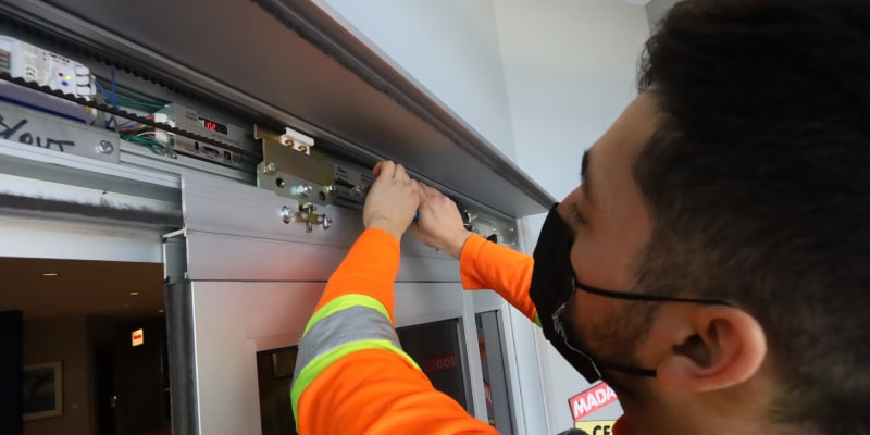 CFS works with only the best quality electronic hardware from the world's leading manufacturers. We expertly integrate the electronic components of different systems to work seamlessly together and ensure your doors respond the way they should when someone passes through.
