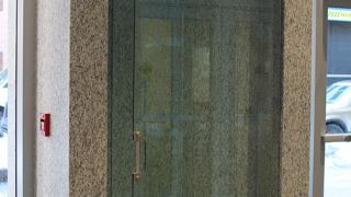 glass-automatic-swinging-door
